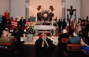 La celebrazione religiosa per la salma del militare morrovallese Nello Fortuna, celebrata nella chiesa del Sacro Cuore di Trodica di Morrovalle.